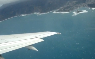 Take off from Wellington to Auckland on Air New Zealand 737-300