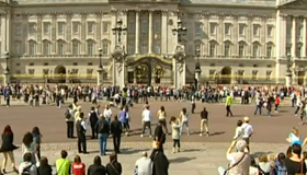 Video: Buckingham Palace organises flashmob