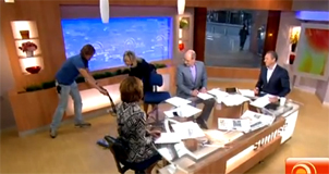 Video: Breaking news literally as light smashes on Sunrise